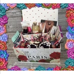 Other - Womens Beauty Box 18 FULL TRAVEL & SAMPLE Size